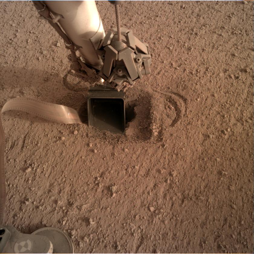 Mole instrument buried beneath InSight's scoop